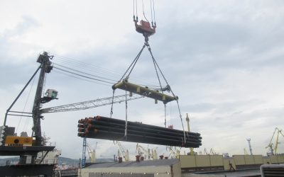 Loading of pipes in Russia for Colombia